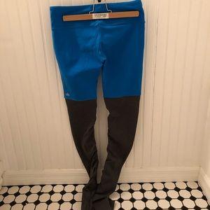 Alo Yoga • Goddess Leggings Blue/gray Medium